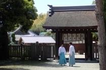 P4270869伊弉諾神社・神官 (210x140).jpg